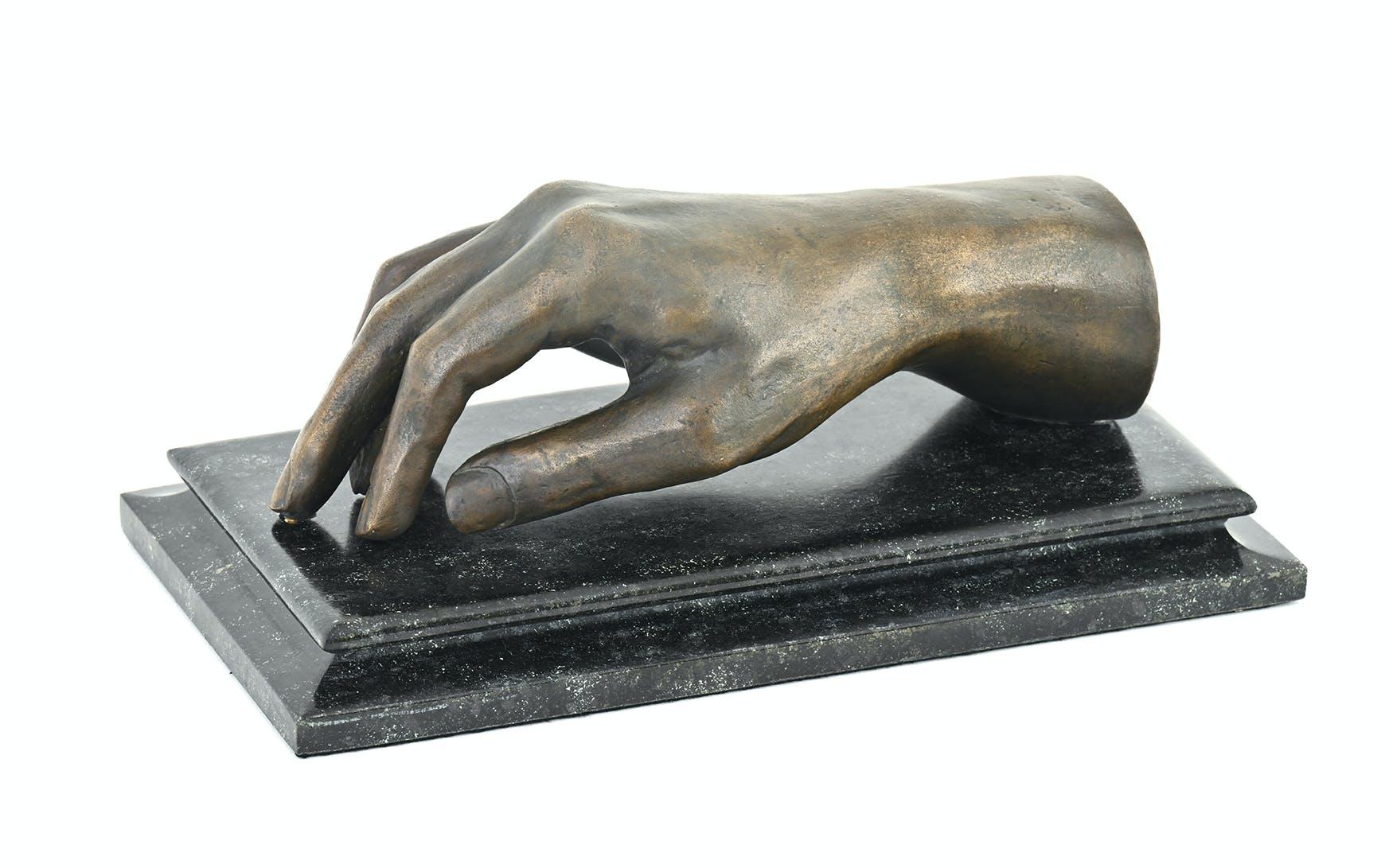 Rechte Hand des «Märchenkönigs» Ludwig II. von Bayern. Bronze, gegossen. 1886. Ankauf 1991. Ehemals Besitz von Kaiserin Sissi.