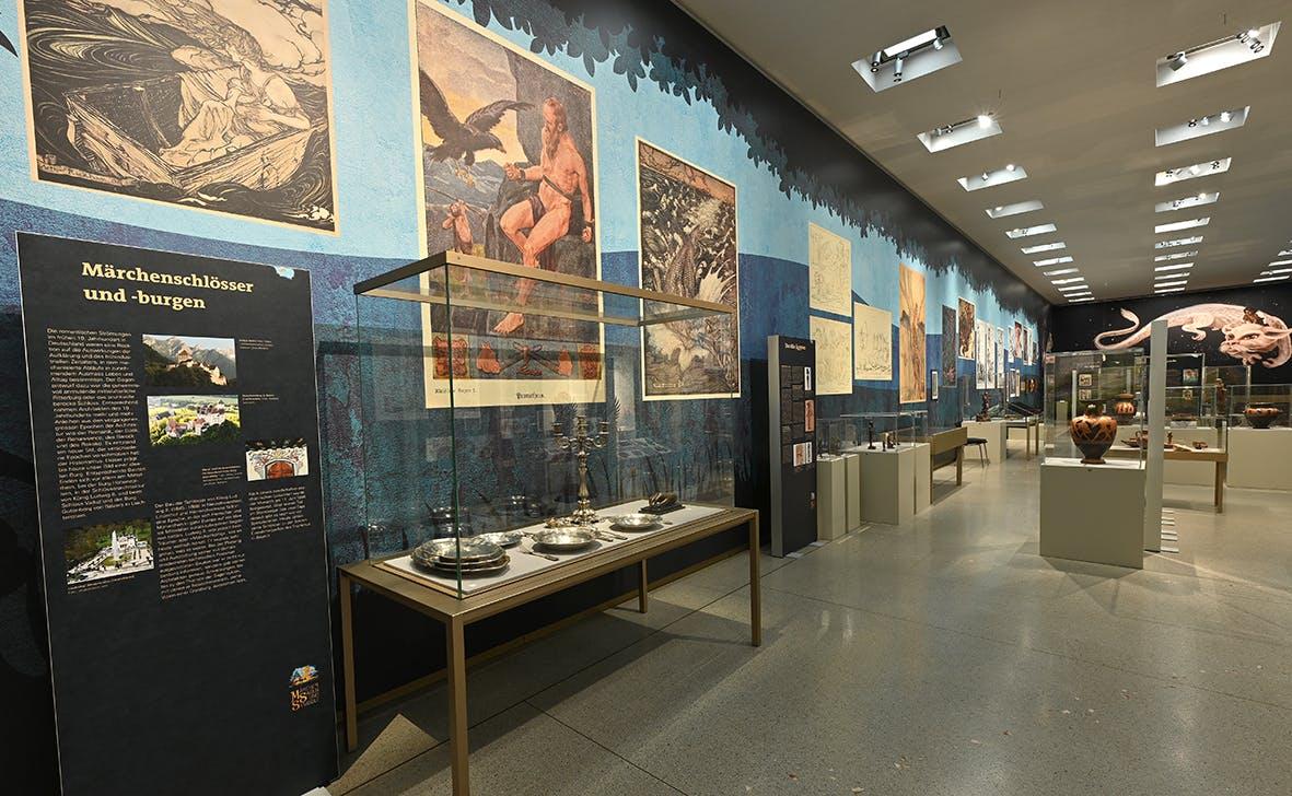 Einblick in die Ausstellung Märchen, Sagen und Symbole 2, Liechtensteinisches LandesMuseum, Beham Sven