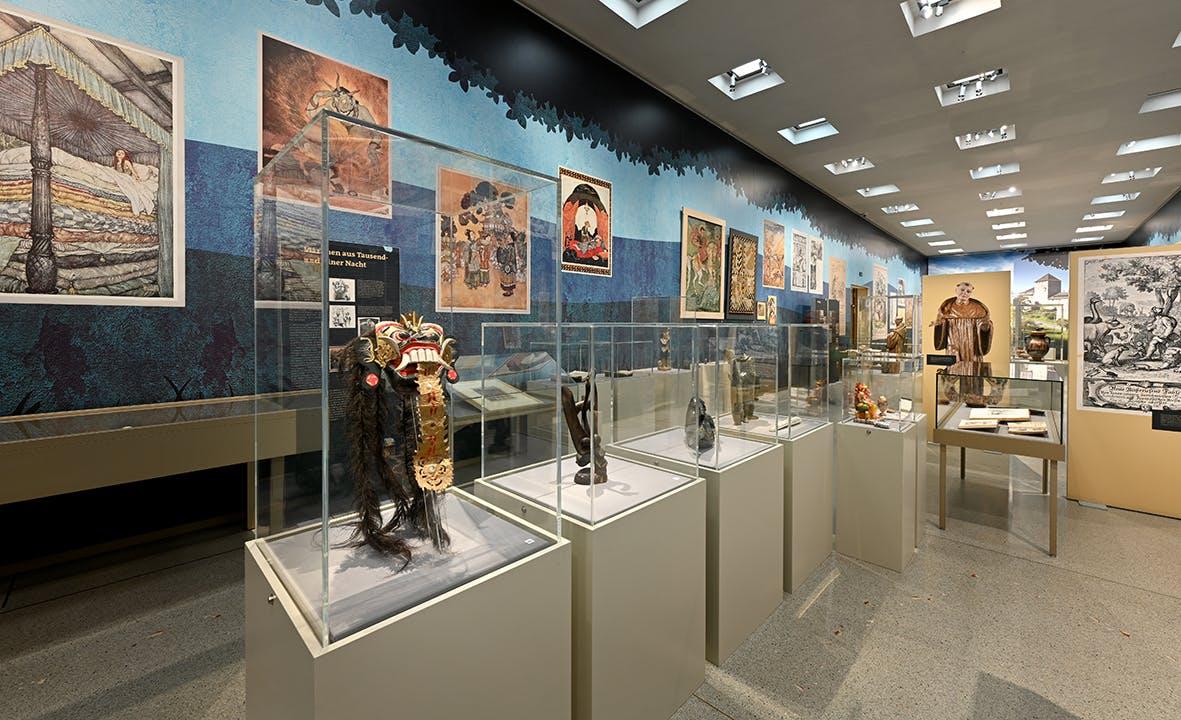 Einblick in die Ausstellung Märchen, Sagen und Symbole 1, Liechtensteinisches LandesMuseum, Beham Sven