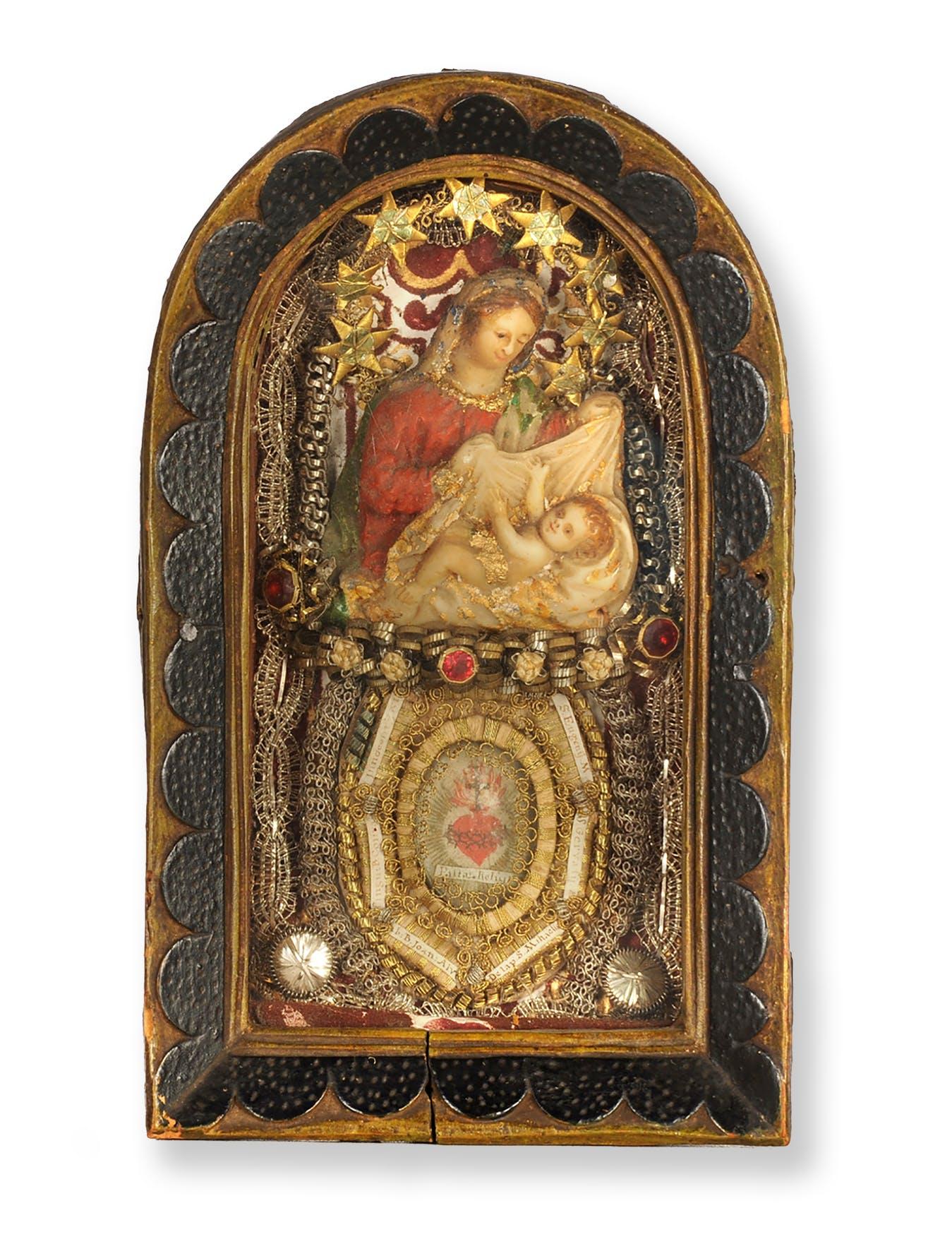 5. Maria mit Kind, Klosterarbeit mit Reliquien, 19.5 x 11.8 x 4.3 cm, Herkunft unbekannt, wohl frühes 19. Jh.