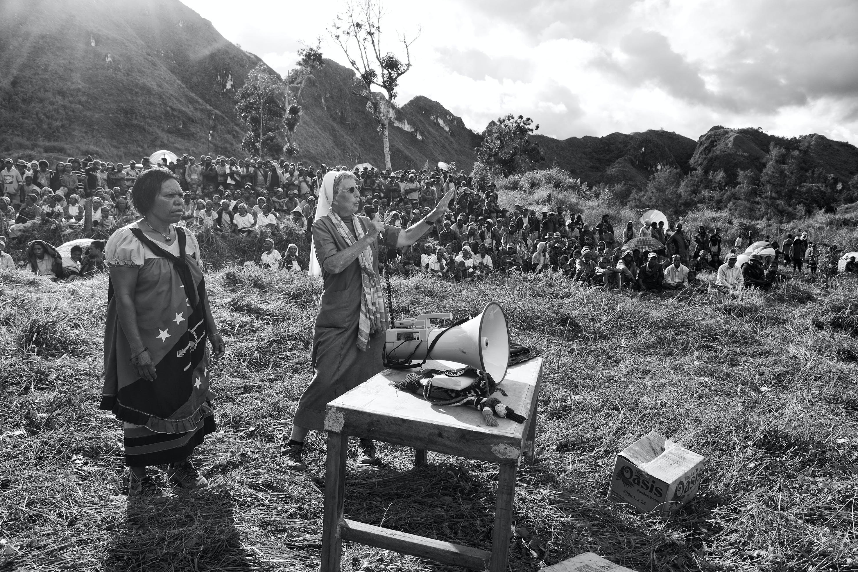 Schwester Lorena trägt seit Jahren als Vermittlerin zur Befriedung zwischen verfeindeten Dörfern bei.